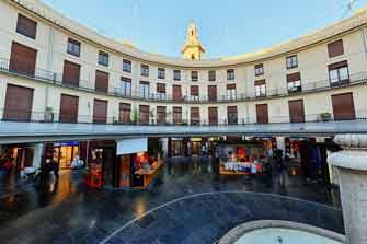 Fotografía 360 desde 4 m de altura de la plaza redonda de Valencia, España