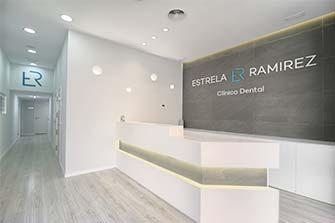 Recepción de la clínica dental Estrela-Ramírez en Valencia